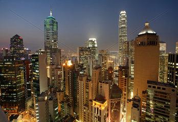 Hong Kong  Stadtansicht bei Daemmerung