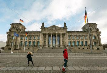 Berlin  Deutschland - Reichstagsgebaeude  Deutscher Bundestag.