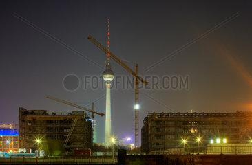 Berlin - Baustelle des Palast der Republik und Fernsehturm bei Nacht
