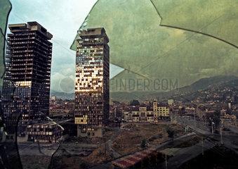 Sarajevo  Bosnien und Herzegowina  zerstoerte Gebaeude in der Innenstadt