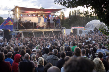 Berlin  Deutschland  Buehne im Mauerpark zur Fete de la Musique