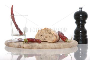 Berlin  Deutschland  aufgeschnittenes Brot und getrocknete Peperoni
