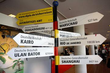ITB Berlin 2007: Auswaertiges Amt: Schilder mit Laendern zum Thema sicher reisen