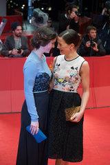 Berlin  Deutschland  Henriette Confurius und Hannah Herzsprung auf der 64. Berlinale