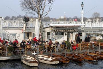 Cafe am Alsterufer in Hamburg
