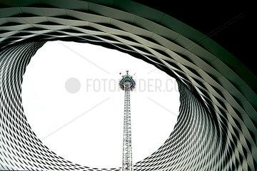 Messehalle Himmelsauge mit Freifallturm