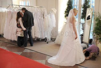 Berlin  Deutschland  Besucher auf der Premium-Hochzeitsmesse Himmlisch Heiraten