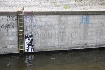 Liebeskuss street art