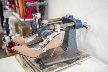 Schuhspanner-Maschine