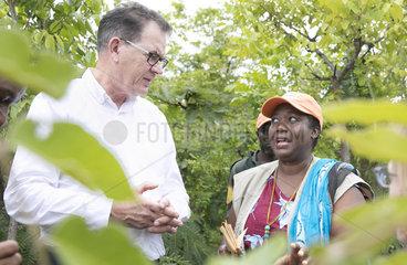 Bundesentwicklungsminister Gerd Mueller besucht landwirtschaftliches Projekt.