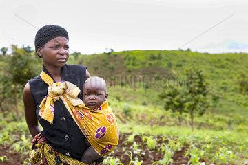 Frau mit Kind in Malawi