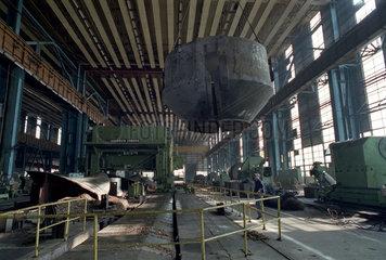 Fertigungshalle im Kvaerner-IMGB-Werk in Bukarest  Rumaenien
