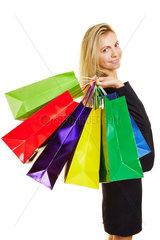 Frau mit Plastiktueten beim Shopping