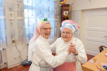 Heitersheim  Deutschland  Schwestern bei einer Faschingsfeier