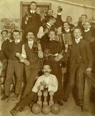 Kegelclub beim Feiern  Merseburg  1909
