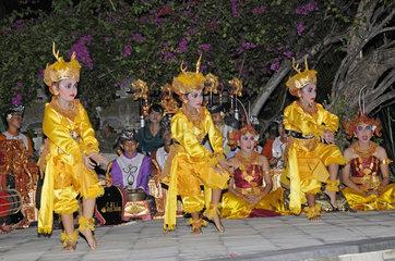 Legong  Balinesische Taenzer  Balinesischer Tanz