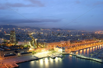 Die Metropole Barcelona am Abend