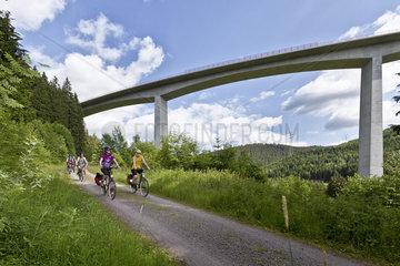 Radfahrer auf dem Schwarzwald Panorama Radweg