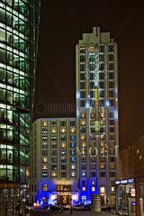 Berlin  Deutschland  das beleuchtete Hotel Ritz-Carlton anlaesslich des Festival of Lights