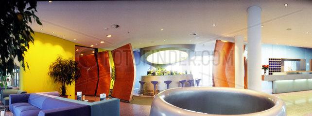 Das Viersterne-Hotel Atoll auf der Insel Helgoland wurde von der kanadischen Innenarchitektin und Designer Alison Brooks designt.