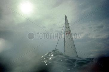 Segelboot aus der Fischperspektive