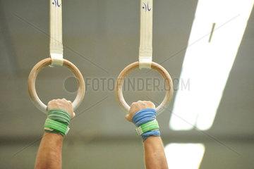 Oldenburg  Deutschland  Turner an zwei Ringen