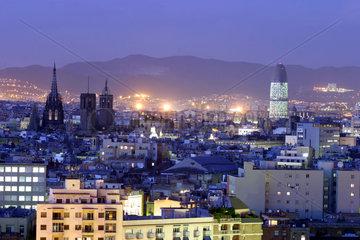 Barcelona  Abendstimmung mit neuer Architektur