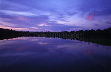 Abendstimmung auf dem Rio Negro am Amazonas