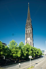 St. Nikolai-Kirche an einem Sommertag  Hamburg