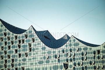 Seitliche Ansicht auf das Konzerthaus Elbphilharmonie  Hamburg