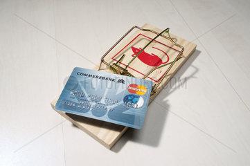Hamburg  Deutschand  MasterCard der Commerzbank auf einer Mausefalle