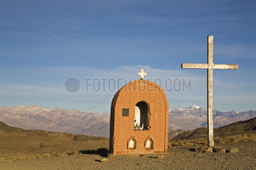 Kapelle mit Kreuz und Blick auf Zentrale Anden  Argentinien  Chapel with cross and view at central Andes  Argentina