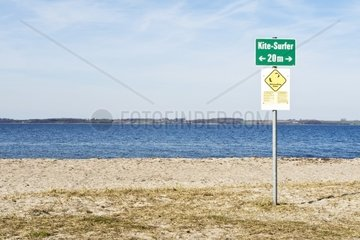 Hinweisschild am Strand
