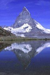 Matterhorn spiegelt sich im Riffelsee