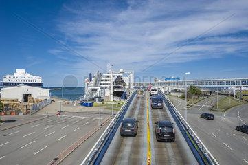 Faehrhafen mit Autoverladerampe in Puttgarden auf der Insel Fehmarn