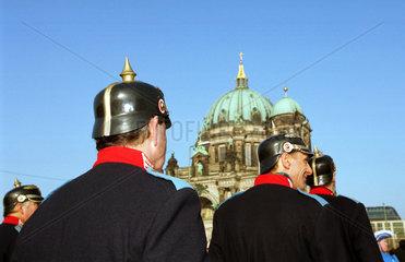 Karnevalszug vor dem Berliner Dom
