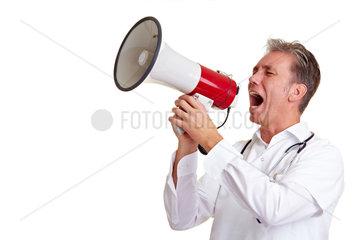 Arzt benutzt ein Megafon