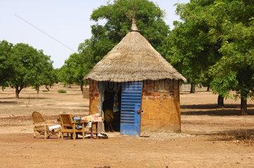 Afrikanische Rundhuette mit Strohdach
