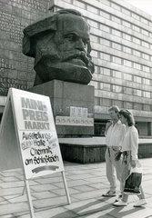 Westwaren kommen nach Chemnitz  DDR  August 1990