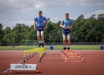 Rekruten bei der Sportausbildung in Leistungsgruppen