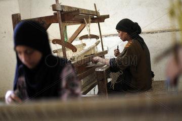 EGYPT-GIZA-ART CENTER-TAPESTRY WEAVING