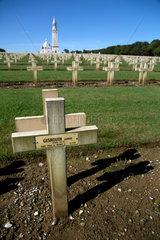 Ablain-Saint-Nazaire  Frankreich  Franzoesischer Nationalfriedhof Notre-Dame-de-Lorette