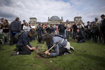 Protest Fluechtlinge - Zentrum fuer Politische Schoenheit