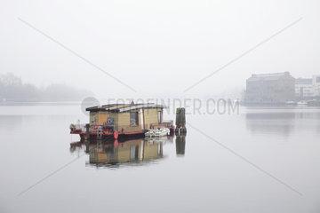 Berlin  Deutschland  Wohnboot in der Rummelsburger Bucht in Berlin-Rummelsburg