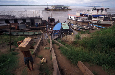 Hafenimpression am Amazonas