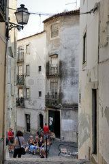 Lissabon  Portugal  Gasse in Alfama in Lissabon