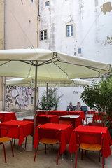 Lissabon  Portugal  Leeres Restaurant in Alfama in Lissabon