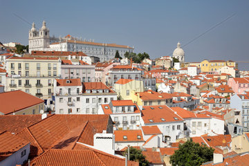Lissabon  Portugal  Blick von der Portas do Sol auf die Altstadt Alfama in Lissabon