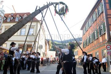 Bamberg  Festbaumaufstellen auf der Sandkerwa