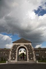Zonnebeke  Belgien  Eingang des britischen Soldatenfriedhof Tyne Cot